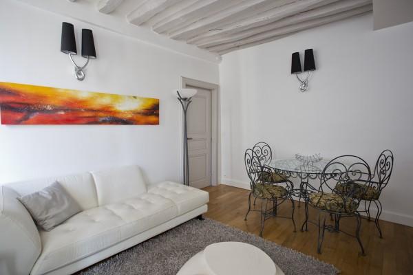 location temporaire t2 meubl au marais paris 3e habeo. Black Bedroom Furniture Sets. Home Design Ideas