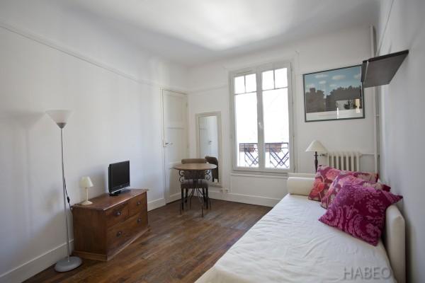 location temporaire studio meubl montmartre paris 18e habeo. Black Bedroom Furniture Sets. Home Design Ideas