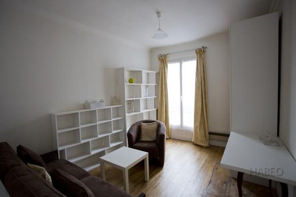 location temporaire studio meubl convention paris 15e habeo. Black Bedroom Furniture Sets. Home Design Ideas